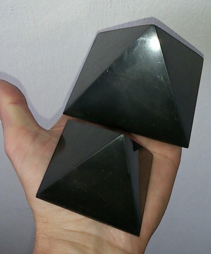 Schungit Pyramide Wirkung Schungit Edelschungit