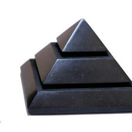 Schungit Sakkara Pyramide 5x5cm (poliert)