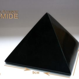 Schungit Pyramide 9 x 9cm (poliert)