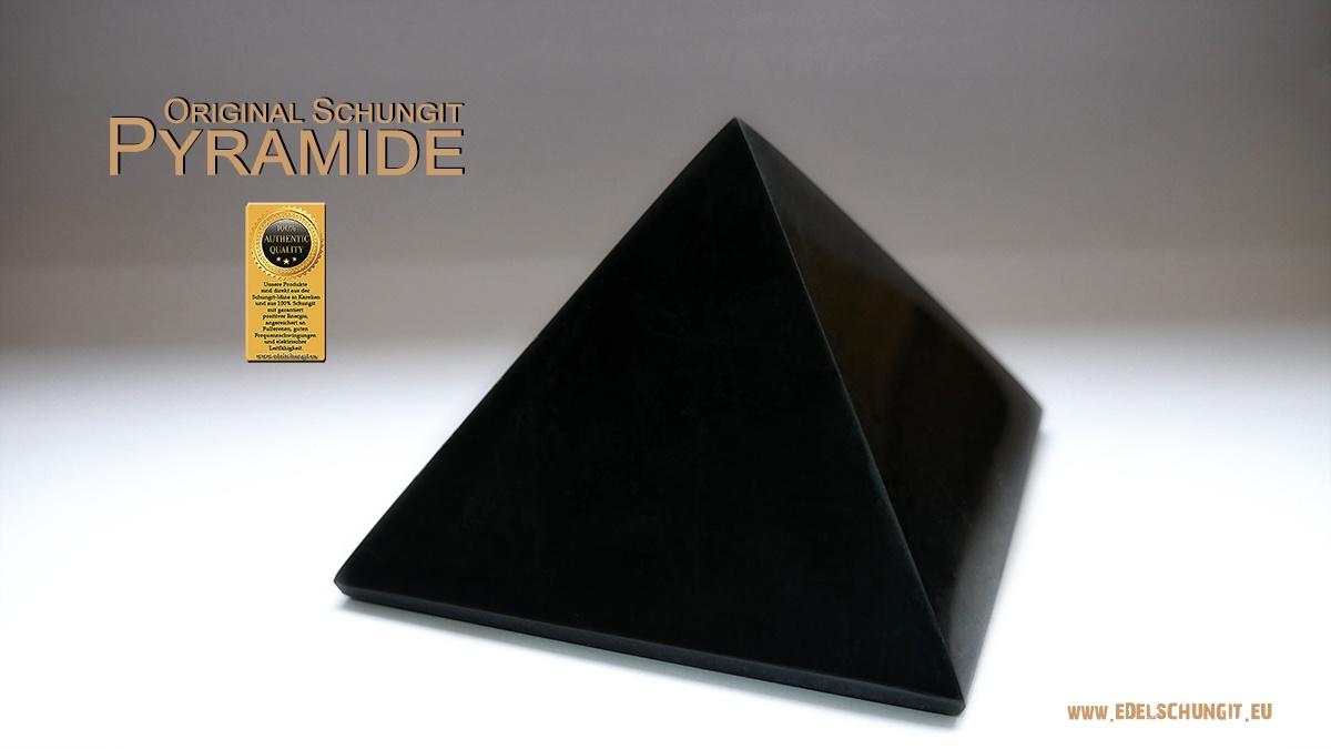 Schungit Pyramide aus Karelien